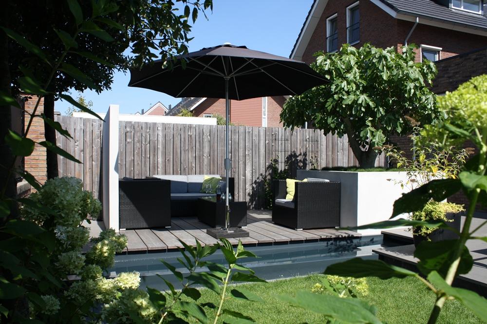 Moderne tuin in reeuwijk tuinontwerpburo groenendijk for Moderne kleine tuin