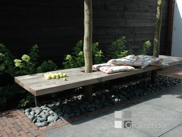 Zwevende tuinbank met Beach Pebbles